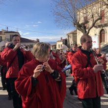 """Orkestras """"Ąžuolynas"""" siaurose gatvelėse surengė koncertus ir budino italus"""