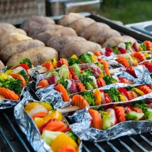 Įkarštį pagavęs grilio sezonas: patiekalų receptai ir veganams, ir vegetarams