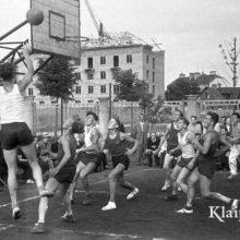 """Legendos sugrįžta: atgimė visiems žinomi """"Inkaro"""" sportiniai bateliai"""