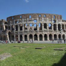Romos Koliziejus kenčia nuo vandalų turistų