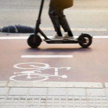 Ministerija žada atsisakyti subsidijų paspirtukams ir dviračiams už sunaikintus taršius automobilius