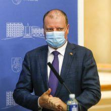 Premjeras prakalbo apie privalomas kaukes: svarbu vėl neįvedinėti vėl karantino