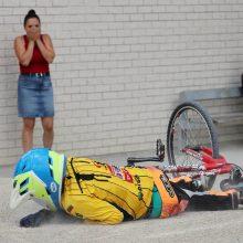 """Geriausioje liepos sporto nuotraukoje – skaudus dviratininko """"sustojimas"""""""