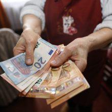 Vyriausybė – už spartesnį pensijų didinimą