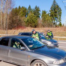 Neblaivūs prie vairo – ir užsieniečiai, ir krepšinio sirgaliai