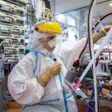 Profesorius: lenktynes su virusu žmonija laimės, tačiau dabar labai trūksta medikų