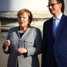 A. Merkel lankosi karo reparacijų reikalaujančioje Lenkijoje