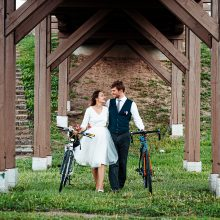 Jaunieji į vestuves atmynė dviračiais, medaus mėnesį leido palapinėje