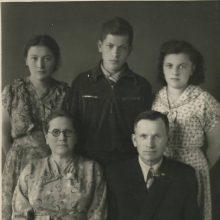 Paslaptis: vaikai Birutė, Jadvyga ir Juozas ilgą laiką neįminė vištidės mįslės.