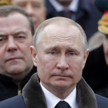 V. Putinas žada aprūpinti kariuomenę moderniausia ginkluote