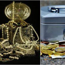 Iš namo ilgapirščiai pavogė daugiau nei 16 tūkst. eurų ir juvelyrinius dirbinius