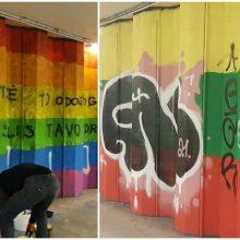 Požeminėje perėjoje užvirė mūšis: LGBT vėliavą pakeitė Lietuvos trispalvė, ant jos – užrašai