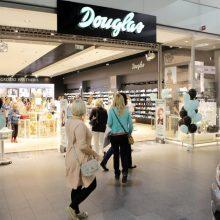 """Parfumerijos tinklas """"Douglas"""" Europoje uždaro 70 parduotuvių"""