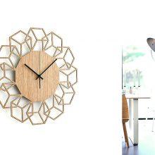 Stilingi namai: šiuolaikinės sieninių laikrodžių interpretacijos