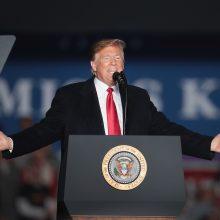 """D. Trumpas kaltina žiniasklaidą dėl """"susiskaldymo ir neapykantos"""" JAV"""