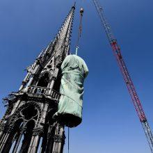 Paryžiaus Dievo Motinos katedros statulos nuimtos restauruoti