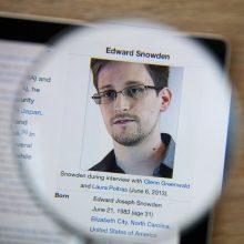 E. Snowdenas gali pats spręsti, kur gyventi, bet Rusijoje jam saugiau?