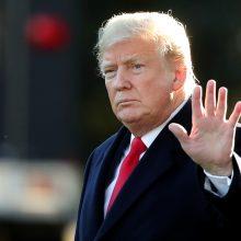 """JAV prezidentas ragina žiniasklaidą atsisakyti """"nesibaigiančio priešiškumo"""""""