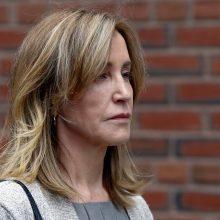Aktorė F. Huffman pripažino kaltę byloje dėl kyšininkavimo JAV koledžuose