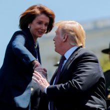 JAV demokratų lyderė N. Pelosi: norėčiau matyti D. Trumpą kalėjime