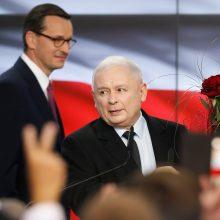 """""""Įstatymas ir teisingumas"""" laimėjo rinkimus Lenkijoje: surinko 43,6 proc. balsų"""