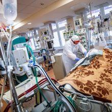 Šalies ligoninėse nuo koronaviruso gydoma 818 žmonių, 74 – reanimacijoje