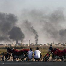 Turkijai paskelbus paliaubas, Sirijos pasienio mieste vyksta pavieniai susirėmimai