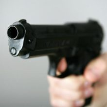 Vilniuje aidėjo šūviai: girtas vyras šautuvu sužalojo moterį