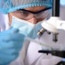 JAV po šešių savaičių pradės vakcinos nuo koronaviruso klinikinius bandymus