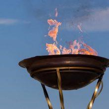 Olimpinė ugnis pasitikta be pompastikos: kyla abejonių dėl pačios olimpiados
