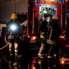 Vilniaus Kalvarijų gatvėje – gaisras: užsidegė namas