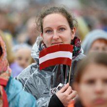 Du trečdaliai latvių įsitikinę: sąžiningais būdais praturtėti neįmanoma