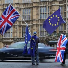 """Artėjant """"Brexit"""", finansų įmonės traukiasi iš Didžiosios Britanijos"""