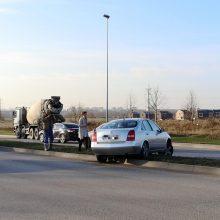 Uostamiesčio gatvėse – keisti eismo įvykiai: skriejo automobilis, partrenktas vyras