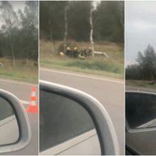 Autostradoje ties Kaunu – dviejų automobilių avarija: viduje buvo prispaustas žmogus