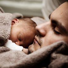 Naujas siūlymas dėl tėvystės atostogų: pokyčiai palengvintų šeimoms?
