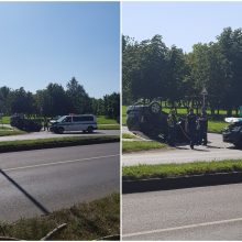 """Panevėžyje susidūrusi su policijos automobiliu apvirto """"Toyota"""": sužalota moteris"""