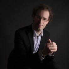 Klavesinininkas ir dirigentas V.Bernhardas.