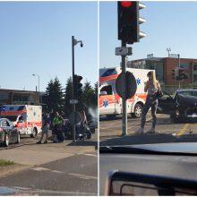 """Savaitgalio atomazga: judrioje Klaipėdos sankryžoje – BMW ir """"Opel"""" avarija"""