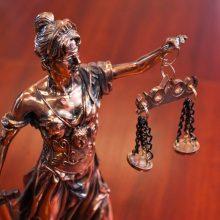 Byla pasiekė teismą: du jaunuoliai bus teisiami už vyro apiplėšimą ir nužudymą