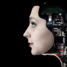 Dirbtinio intelekto moteriškumas: kodėl jam dažniausiai suteikiami moteriški bruožai?