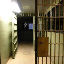 Dar vienas pabėgimas iš Pravieniškių pataisos namų: pasišalino dėl plėšimo nuteistas kalinys