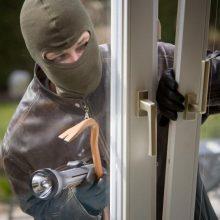 Klaipėdoje pavogta daiktų už 8 tūkst. eurų: ilgapirščiai pateko į butą išstumdami langą