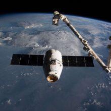"""""""SpaceX"""" paleido pirmuosius savojo interneto ryšio tinklo palydovus"""