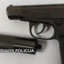 Neblaivaus vyro namuose – netikėtas radinys: policija aptiko ginklų