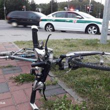 Nelaimė Tauragės rajone: automobilis partrenkė dviračiais važiavusias mergaites