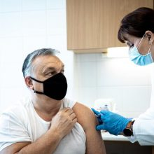 Vengrijos premjeras pasiskiepijo kiniška vakcina nuo koronaviruso