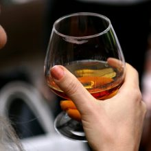 Latvija lietuviams alkoholio parduos mažiau
