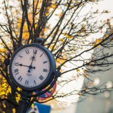 Nepamirškite persukti laikrodžio: Lietuvoje atšauktas vasaros laikas