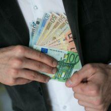 Trylika asmenų įtariami nuslėpę 2 mln. eurų pajamas ir nesumokėję mokesčių